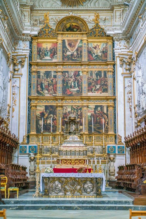 Huvudsakligt altare i duomoen av San Giorgio i Modica, fint exempel av sicilian barock konst Sicilien sydliga Italien royaltyfria bilder