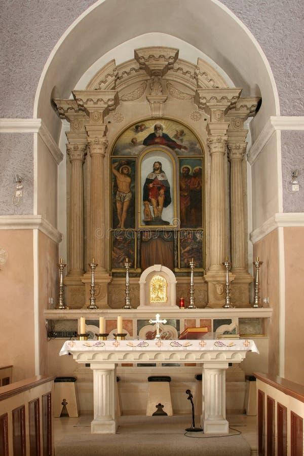 Huvudsakligt altare i kyrkan av helgonet Roch i Lumbarda, Korcula ö, Kroatien fotografering för bildbyråer