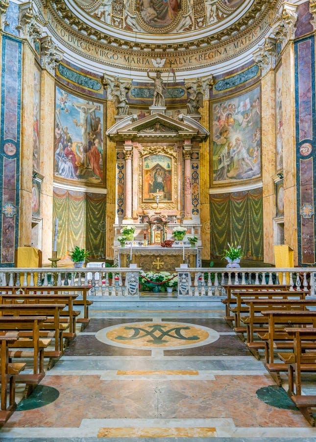Huvudsakligt altare i kyrkan av Santa Maria ai Monti, i Rome, Italien arkivfoto