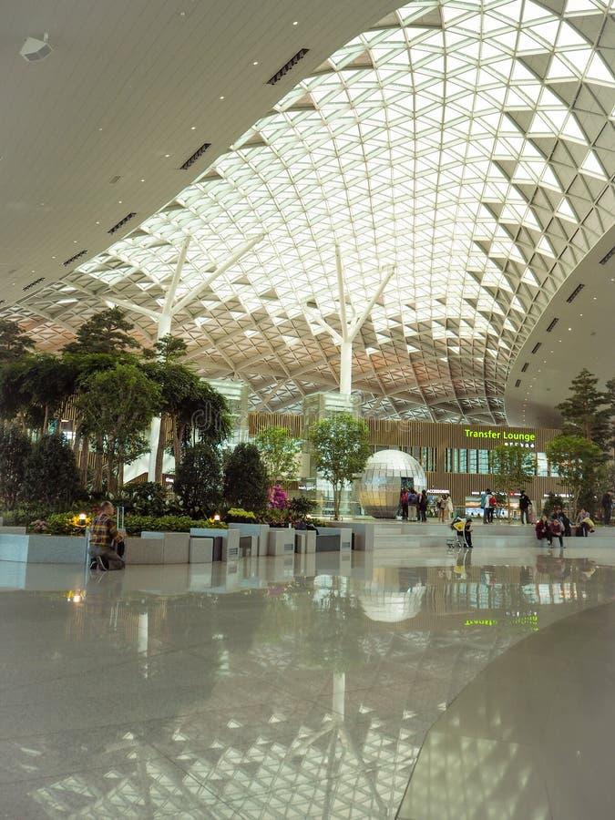 Huvudsakligt hall av terminal två av INcheon den internationella flygplatsen, Sydkorea arkivfoton