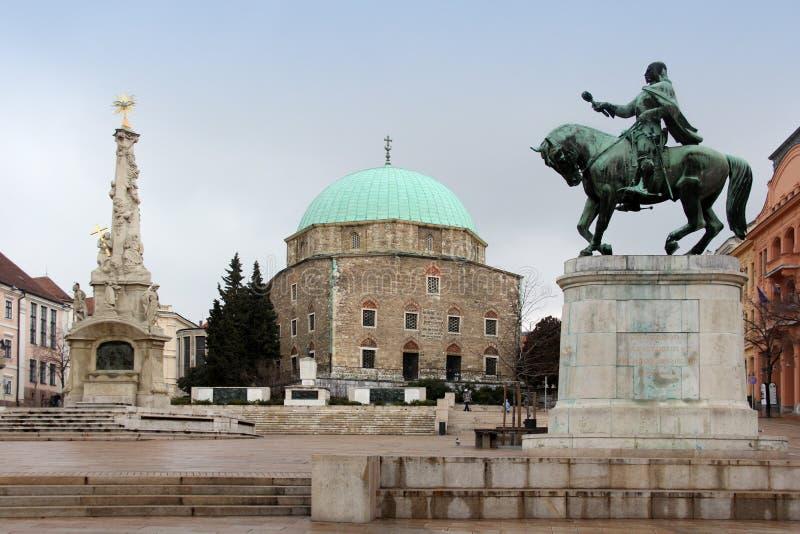 Huvudsakligt kvadrera i Pecs, Ungern royaltyfri bild