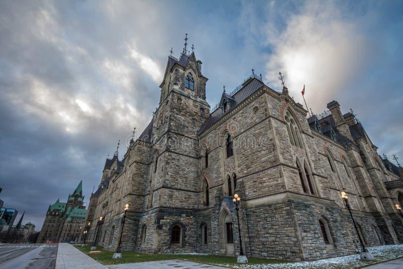 Huvudsakligt torn av det östliga kvarteret av parlamentet av Kanada, i det kanadensiska parlamentariska komplexet av Ottawa, Onta arkivbilder