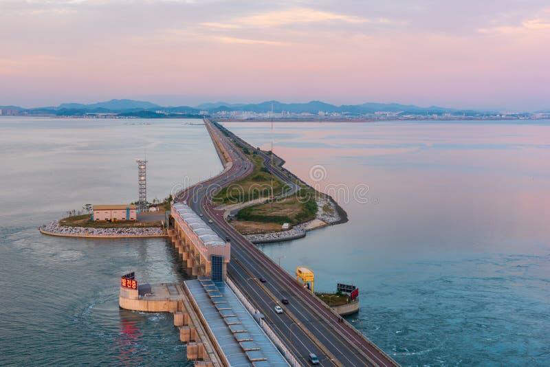 Huvudväg av den Daebu ön på incheon, Sydkorea arkivfoto