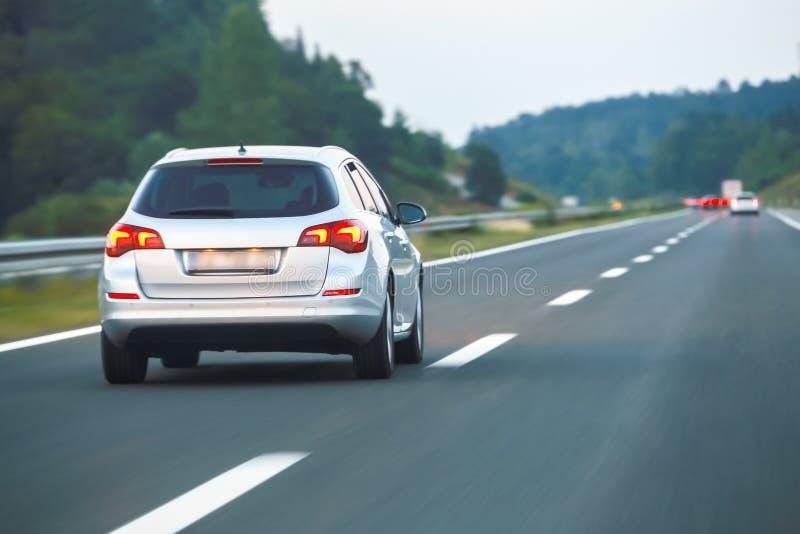 huvudväg för bilkörning fotografering för bildbyråer