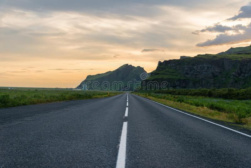 Huvudväg i Island arkivbild