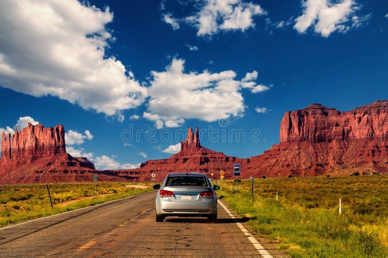 Huvudväg i monumentdalen, Utah/Arizona, USA fotografering för bildbyråer