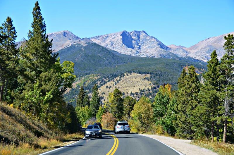 Huvudväg 34, Rocky Mountain National Park royaltyfri bild