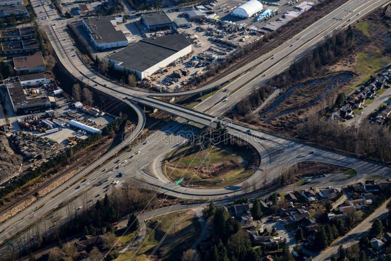 Huvudvägplanskild korsningbro arkivfoton