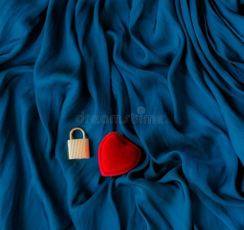 huw me, verlovingsringdoos - de dag van de gelukkige valentijnskaart, gift voor haar, vakantieachtergrond, juwelen en toebehoren  stock fotografie