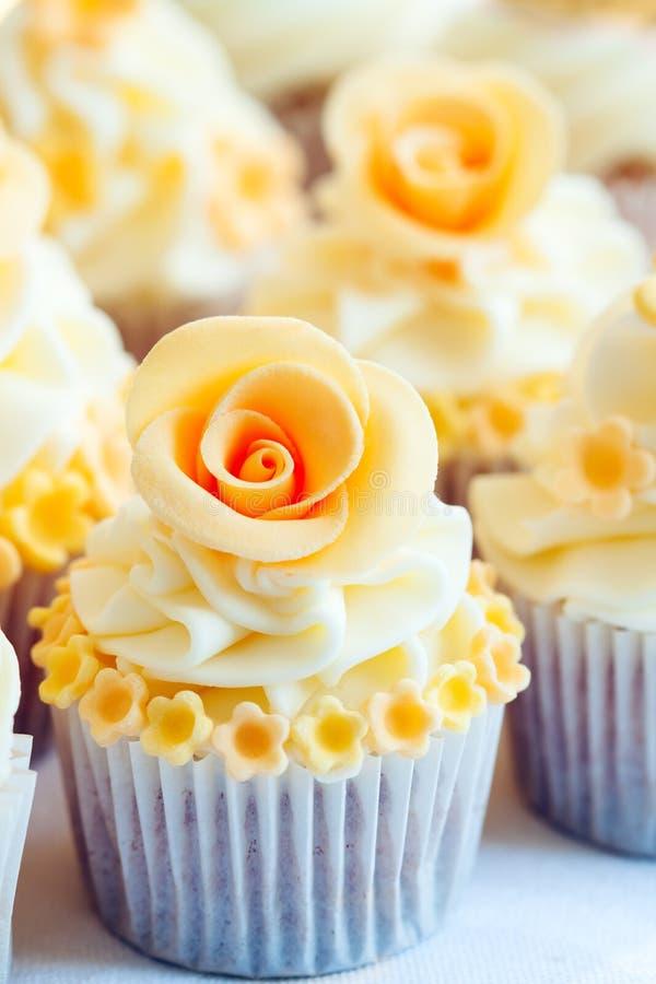 Huwelijk cupcakes royalty-vrije stock foto's