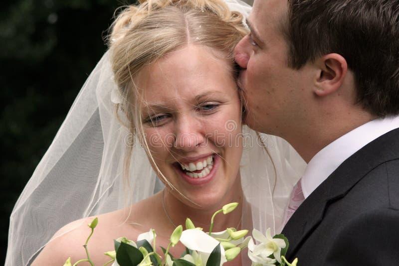 Huwelijk, de Kussende Bruid van de Bruidegom stock foto's