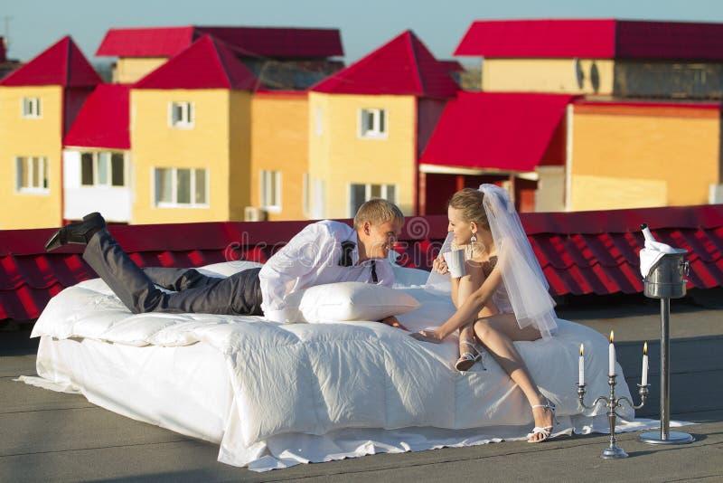 Huwelijk op dak wordt geschoten dat stock foto's