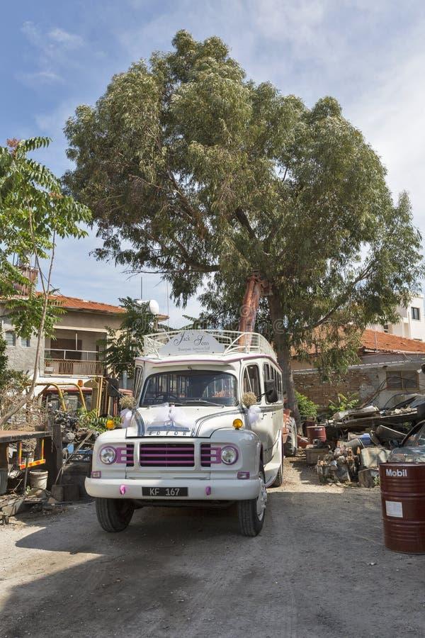 Huwelijks witte bus in Paphos, Cyprus royalty-vrije stock foto's