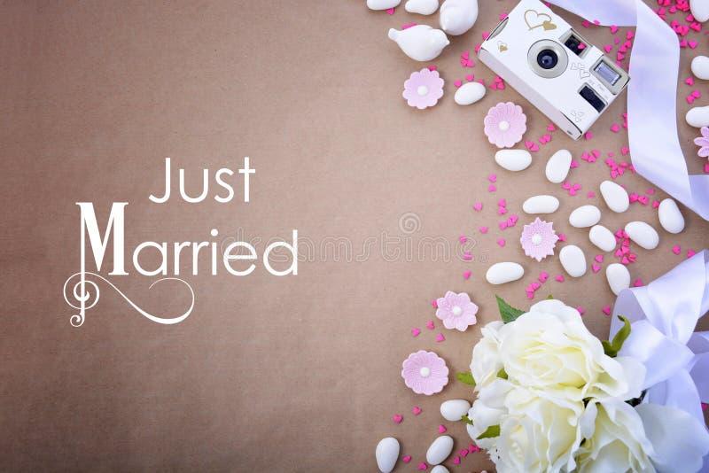 Huwelijksachtergrond met verfraaide grenzen stock foto