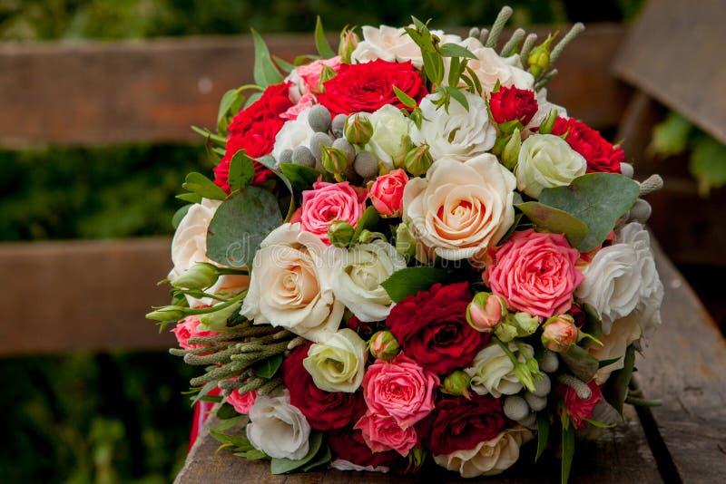 Huwelijksboeket, bloemen, rozen, mooi boeket royalty-vrije stock afbeelding