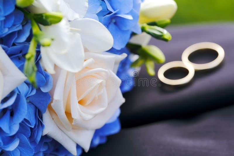Huwelijksboeket met ringen royalty-vrije stock fotografie