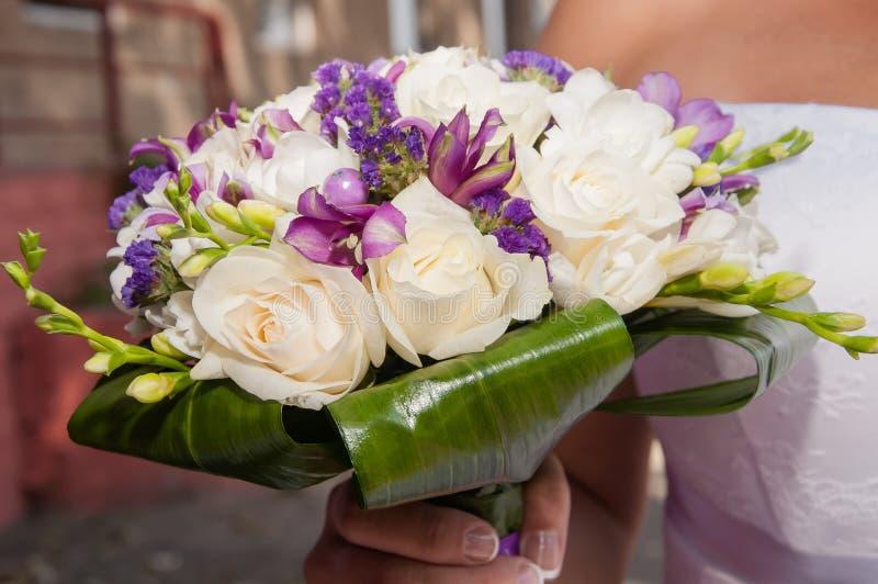 Huwelijksboeket van mooie bloemen stock foto's