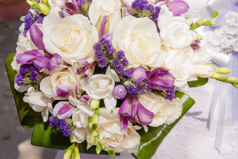 Huwelijksboeket van mooie bloemen royalty-vrije stock afbeelding