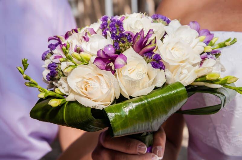 Huwelijksboeket van mooie bloemen stock foto
