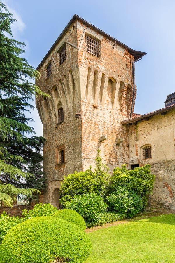 Huwelijksceremonie openlucht in het Moncrivello-kasteel, in T wordt gevestigd dat stock afbeelding