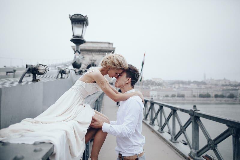 Huwelijksdag in Boedapest royalty-vrije stock afbeeldingen
