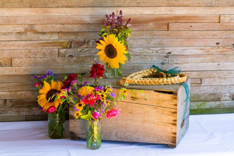 Huwelijksdecoratie Organische Wildflowers stock foto