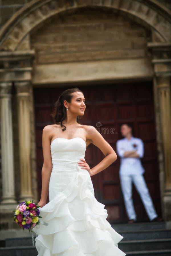 Huwelijksfoto met de bruid en de bruidegom royalty-vrije stock foto