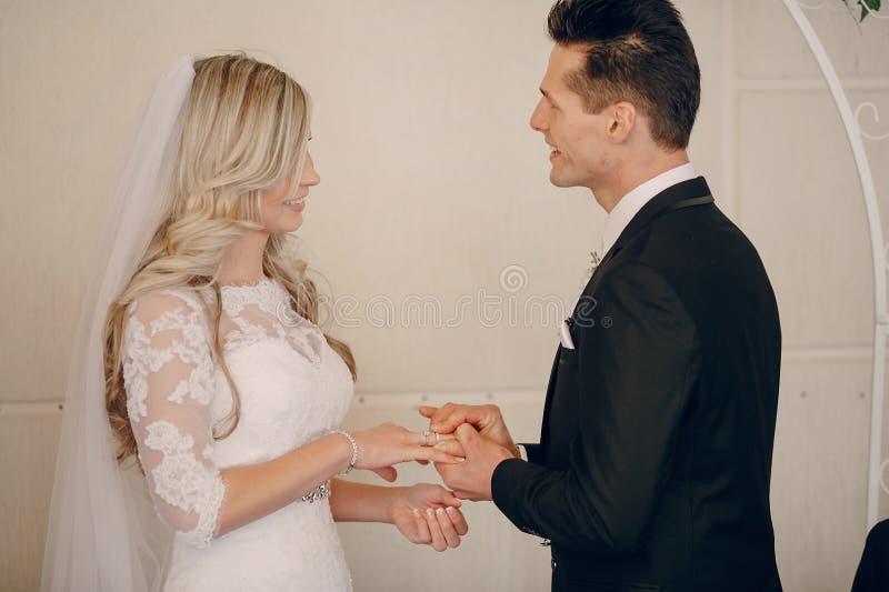 Huwelijksgeloften bij de ceremonie royalty-vrije stock fotografie