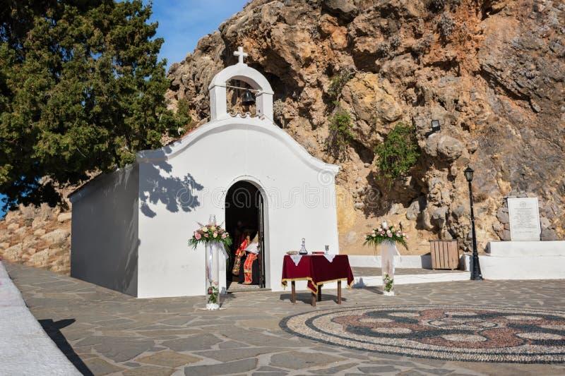 Huwelijkskapel klaar voor ceremonie in St Paulbaai op Rhodos, stock foto's