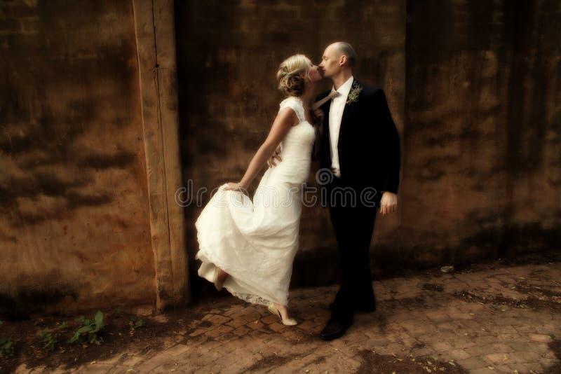 Huwelijkspaar het dansen stock fotografie