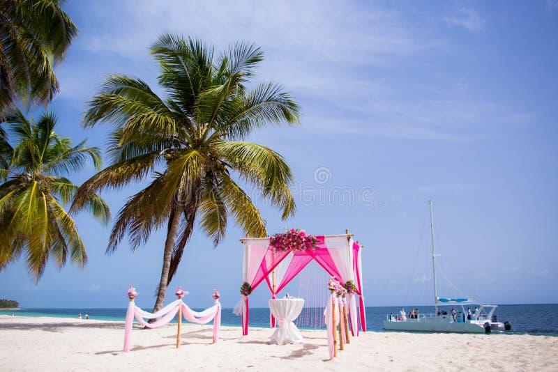 Huwelijkspaviljoen voor ceremonie stock foto's