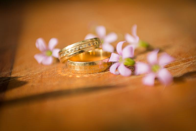 Huwelijksring walpaper royalty-vrije stock foto