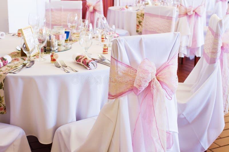 Huwelijksstoel met lint stock foto's