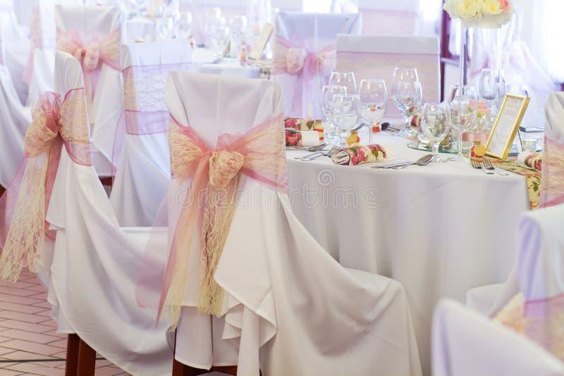 Huwelijksstoel met lint royalty-vrije stock foto's