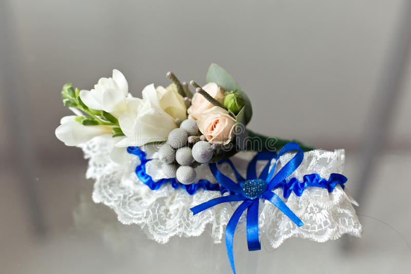 Huwelijkstoebehoren: Bruid` s kouseband stock afbeelding