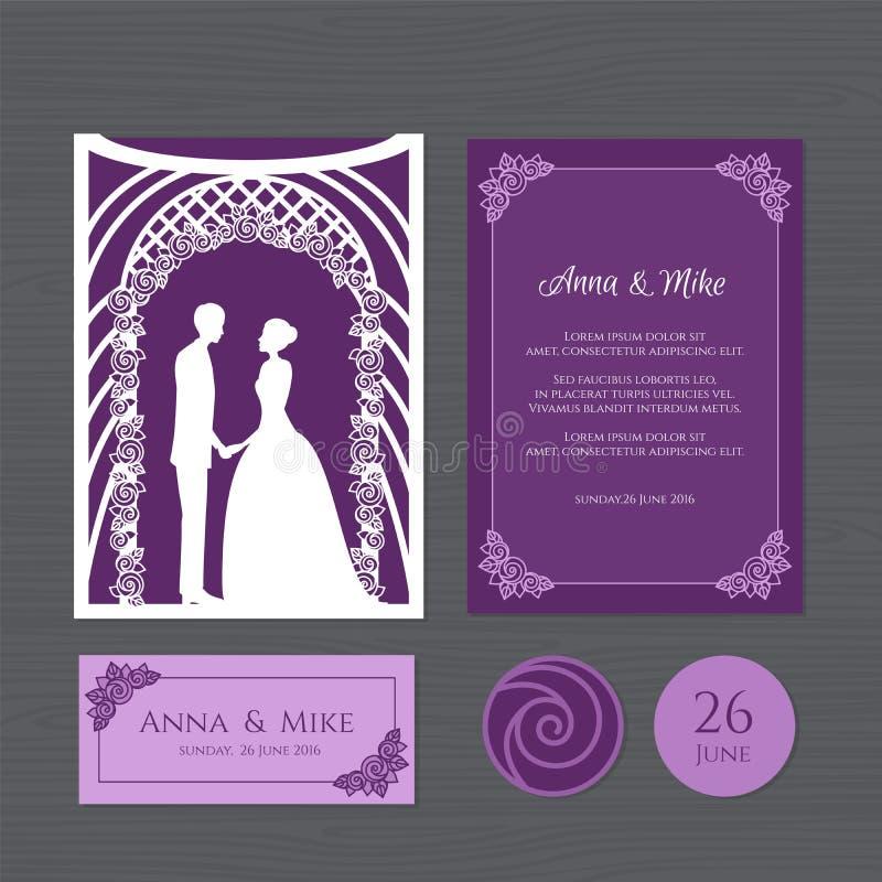 Huwelijksuitnodiging met bruid en bruidegom van een huwelijksboog Document royalty-vrije illustratie