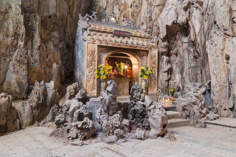 Huyen Khong Cave avec des tombeaux, montagnes de marbre, Vietnam image stock