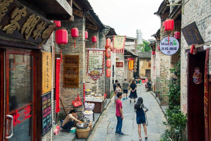 HUZHOU CHINY, MAJ, - 2, 2017: Turyści chodzi w Huang Yao A zdjęcie stock