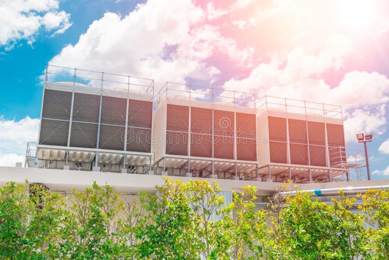 Hvac-Luft-Kühler auf Dachspitzen-Einheiten der Klimaanlage stockbilder