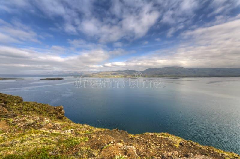 Hvalfjordur (fiordo) de la ballena, Islandia foto de archivo libre de regalías