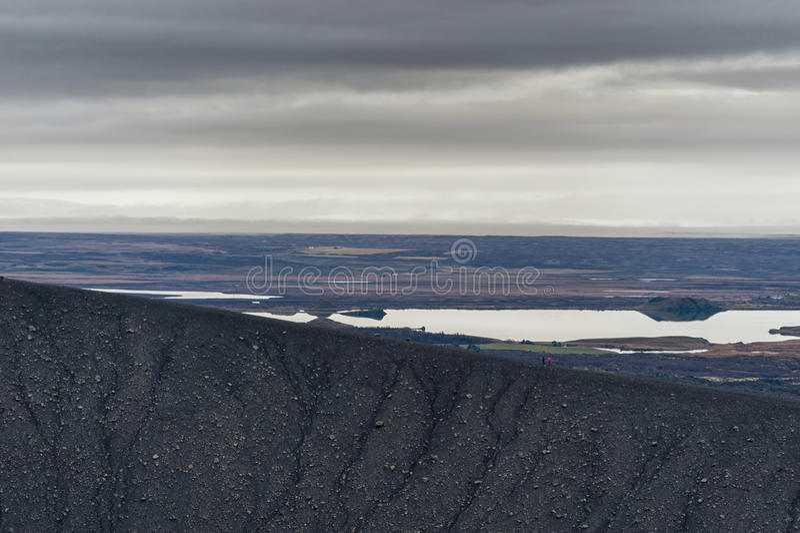 Hverfjall anche conosciuto come il modo del percorso di Hverfell giù la montagna immagine stock libera da diritti