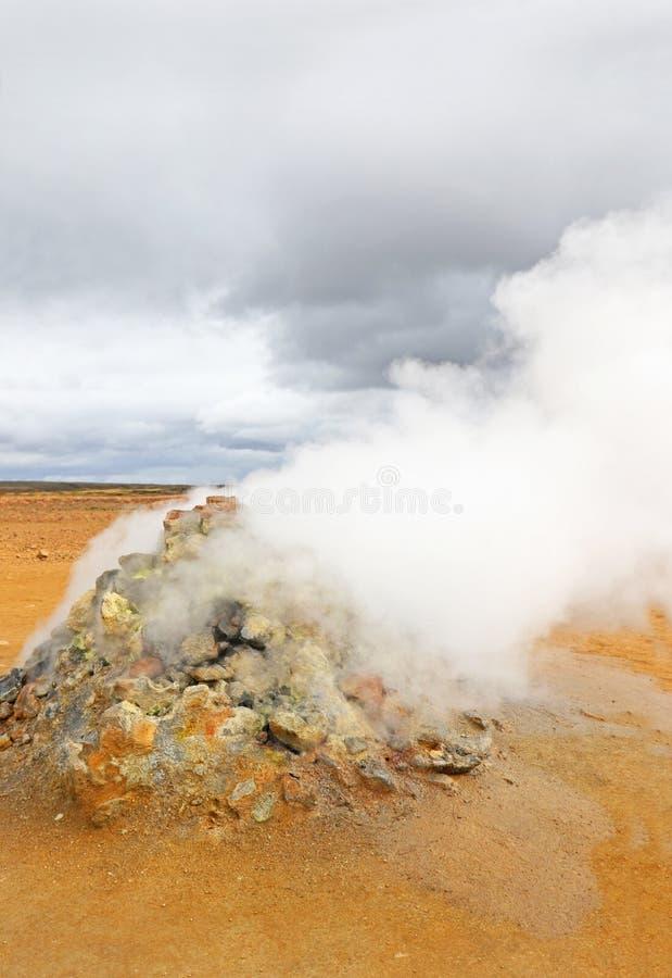 Hverir Hverarond,地热区域,在湖Myvatn,克拉夫拉火山东北区域的受欢迎的旅游胜地冰岛, EU 免版税库存图片