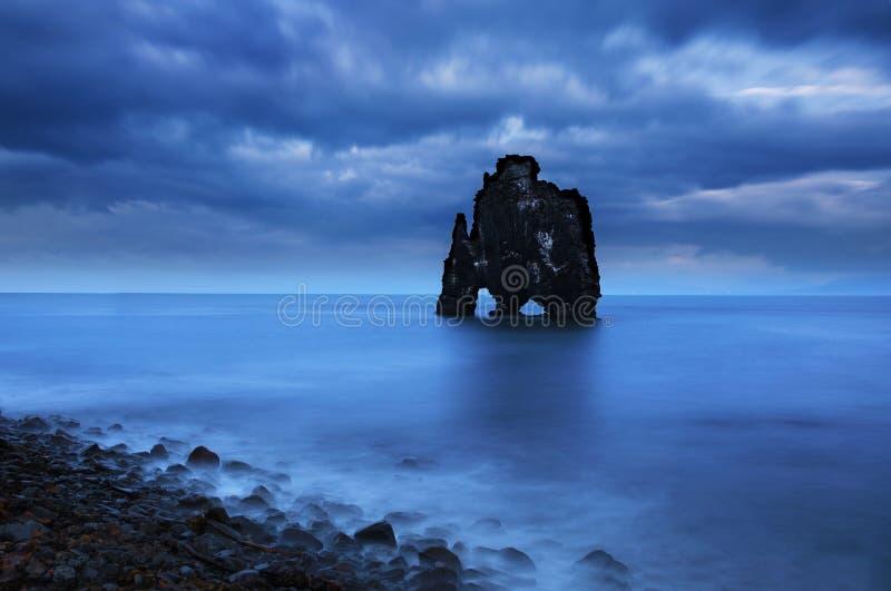 Hvitserkur岩石在西北冰岛 免版税库存图片