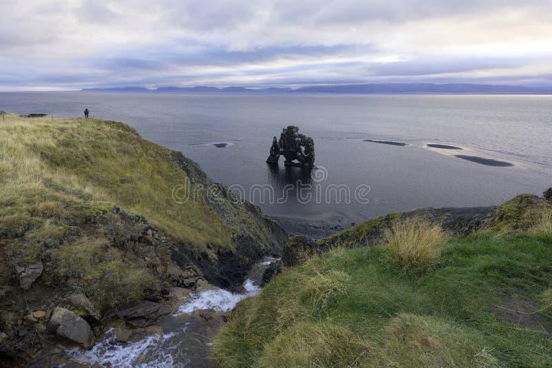 Hvitserkur es una roca espectacular Islandia imagen de archivo libre de regalías