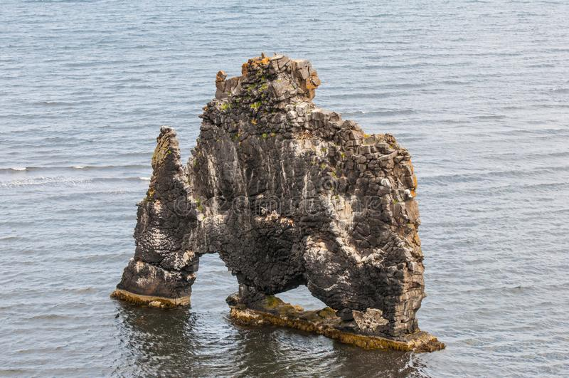 Hvitserkur, un monolito en Islandia fotografía de archivo