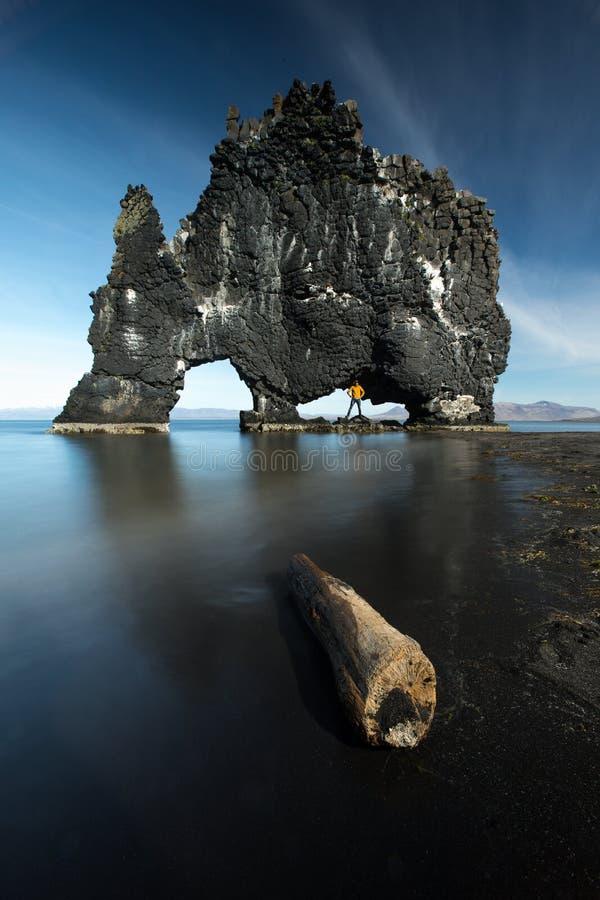 Hvitserkur - unieke natuurlijke basaltrots in IJsland Hoogste reisbestemming van IJsland stock foto's