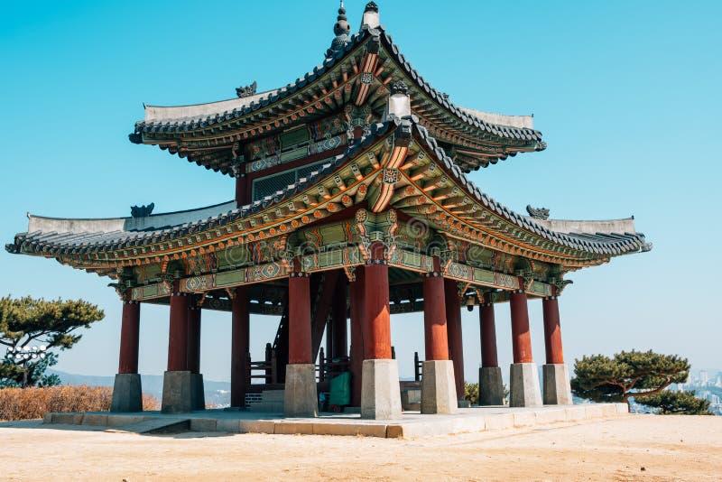 Hwaseong-Festung Seojangdae, koreanische traditionelle Architektur in Suwon, Korea stockfotografie