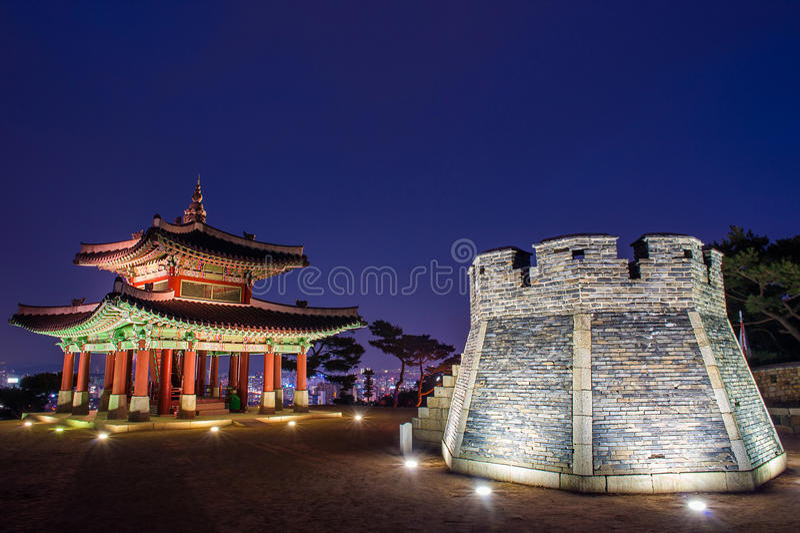 Hwaseong-Festung in Suwon lizenzfreies stockfoto