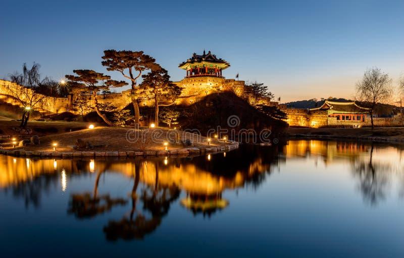 Hwaseong-Festung, traditionelle Architektur von Korea in Suwon an lizenzfreie stockfotos