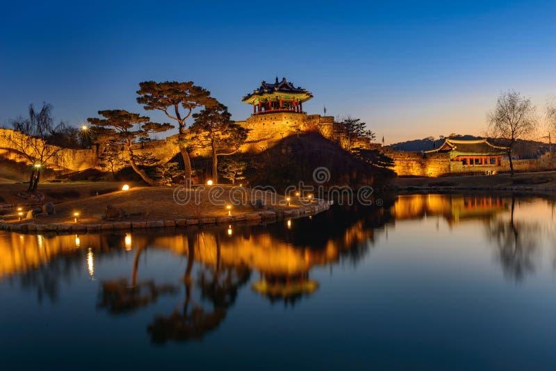 Hwaseong-Festung, traditionelle Architektur von Korea in Suwon an stockbild